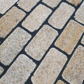 Yellow Granite Tumbled Setts 200x100
